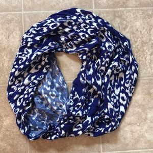Accessories - Blue leopard infinity scarf